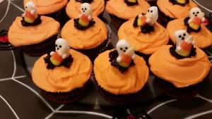 halloween cupcakes - plated