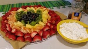 rainbow fruit platter - display